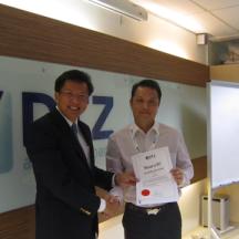 Kelvin receive his sertificate